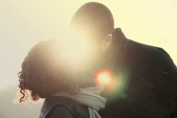 Beziehungsratgeber - Pärchen beim kennenlernen