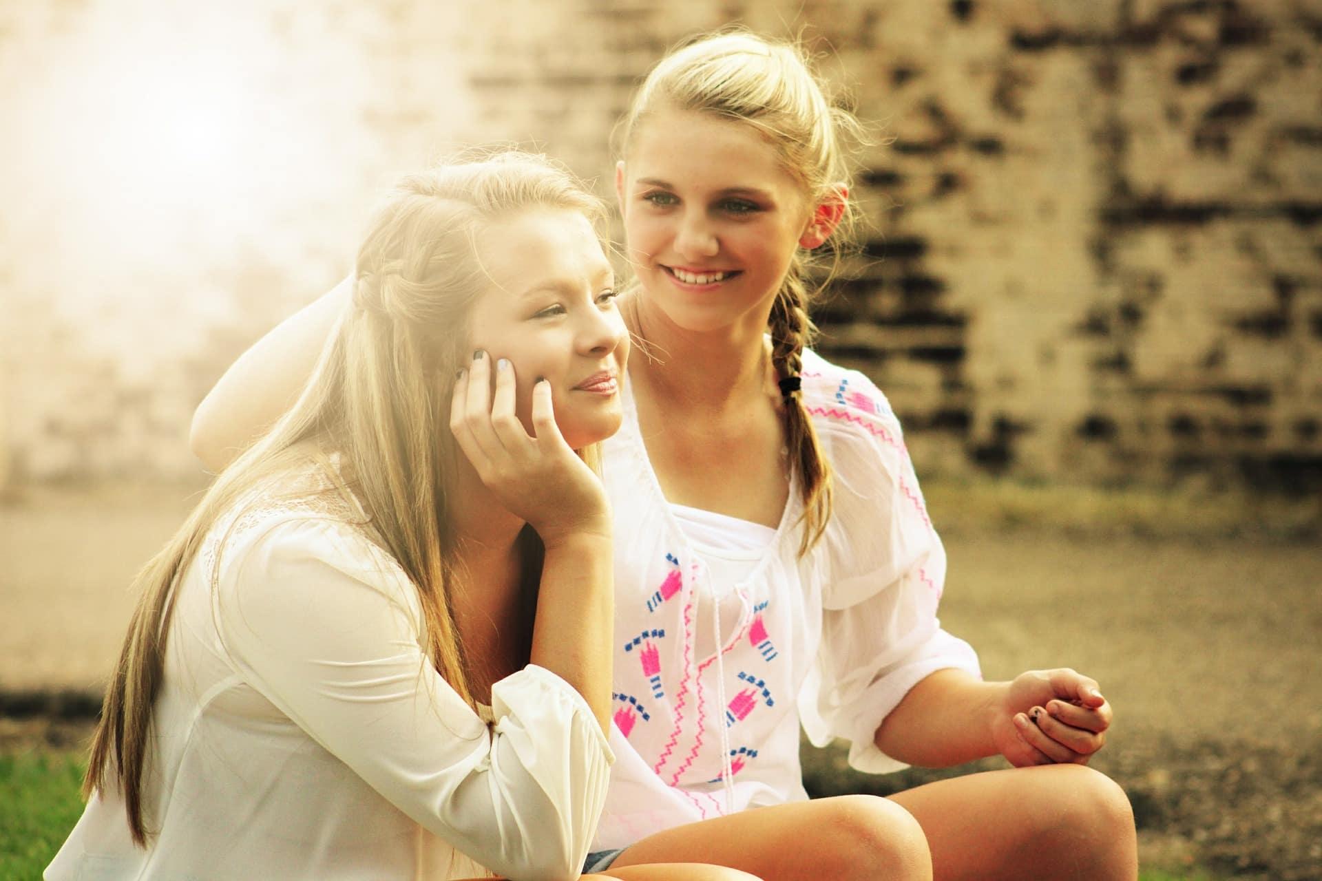 Liebeskummer durch Gespräch mit Freundin überwinden