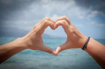 Verliebt trotz Beziehung - Diese 7 Tipps helfen