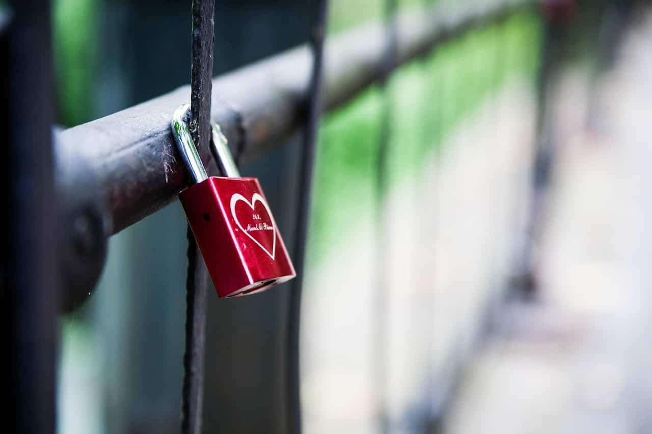 Jahrestag Beziehung - Schloss aufhängen