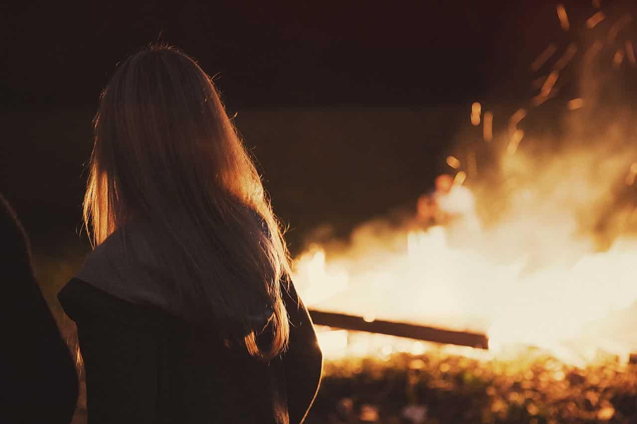 Erstes Date wohin - Auch ein Lagerfeuer am See kann sehr auregend sein
