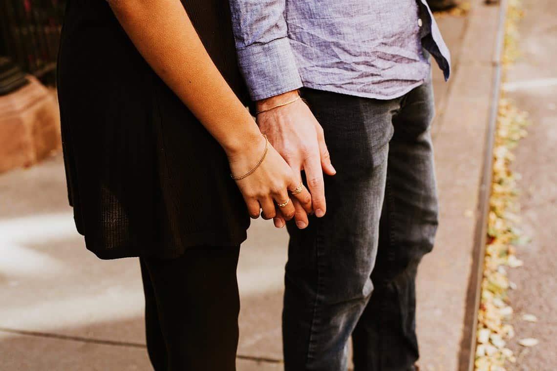 Einen Mann erobern - Gehen Sie mit ihm in Körperkontakt