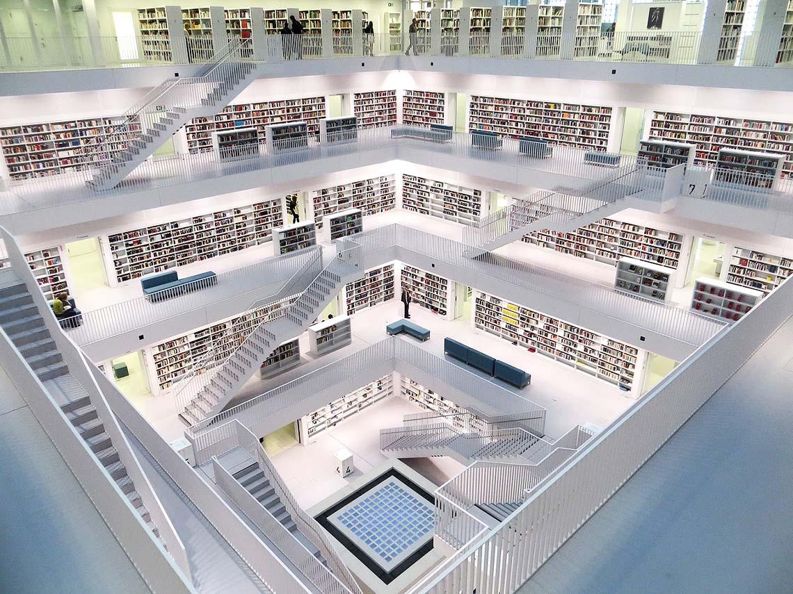Bibliothek über mehrere Etage