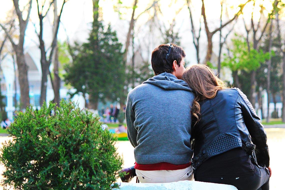 Wie gewinne ich das Herz eines Mannes - Tipp 7: Hören Sie ihm zu