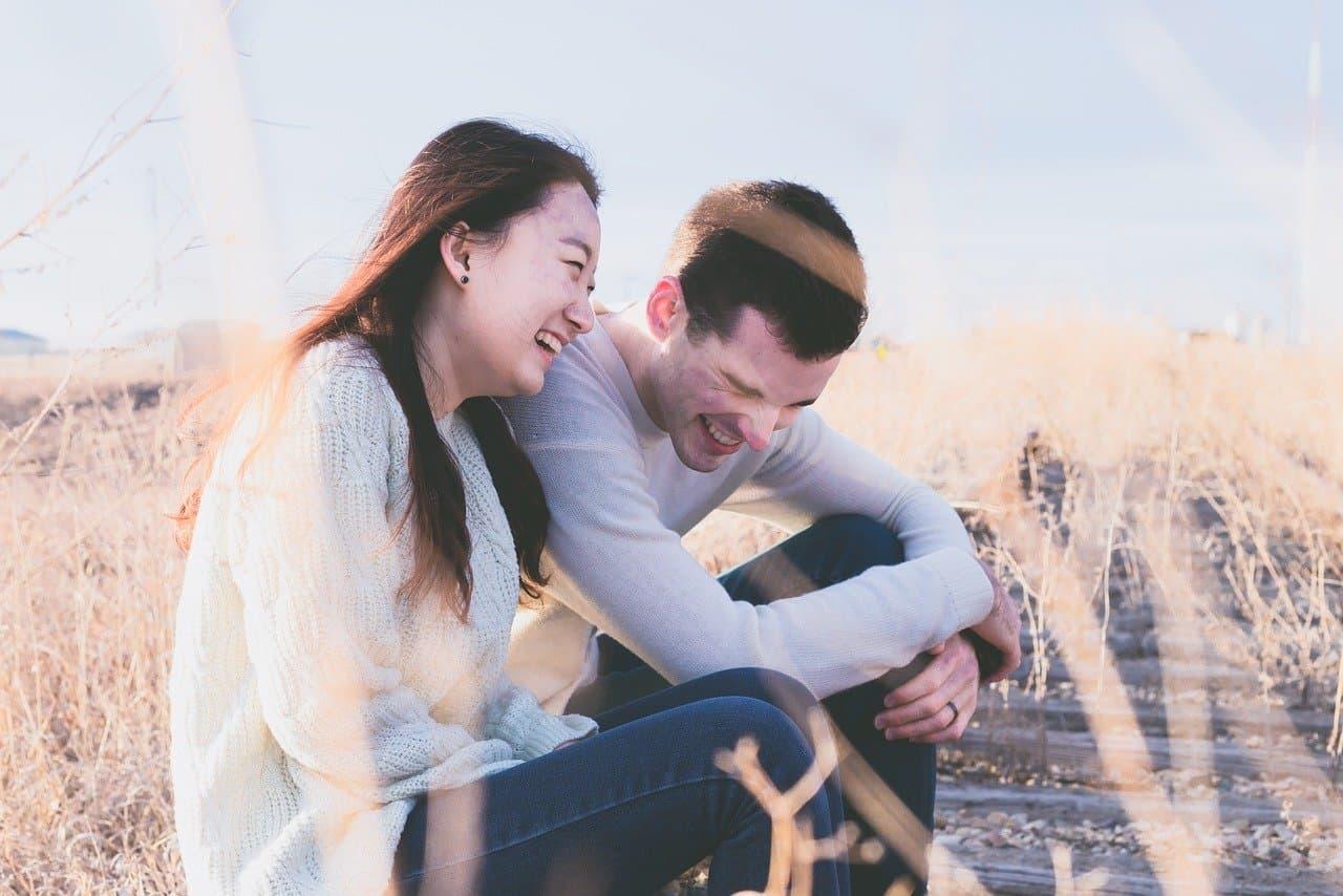 Lachen stärkt die Partnerschaft